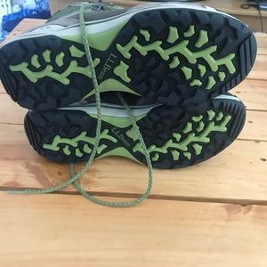 L.L. Bean Shoes - NWOT Women's L.L. Bean Waterproof Hiking Boots